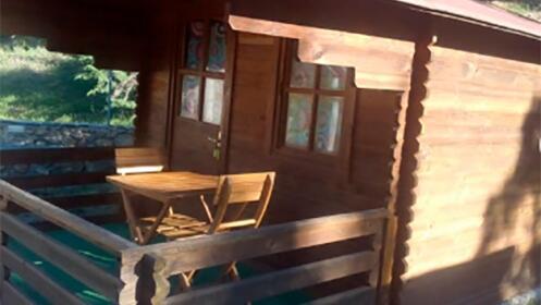 Cena + Alojamiento en Cabaña + Desayuno Mediterráneo para 2 en Camping Las Menas