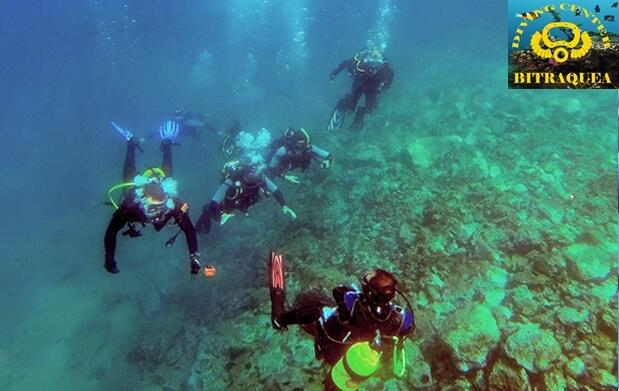 Bautismo de buceo en el mar