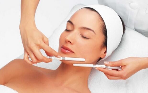 Blanqueamiento dental + peeling facial