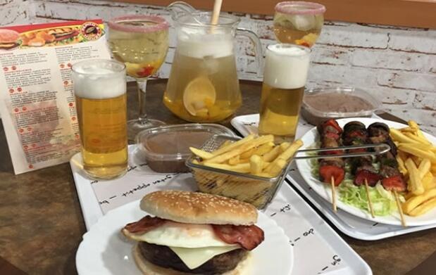 2 Combos + Bebidas + Jarra Bull + Postres