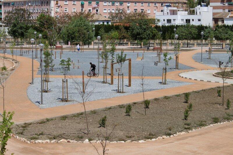 Inauguraci n de un parque en bola de oro foto 1 de 17 for Piscina bola de oro granada