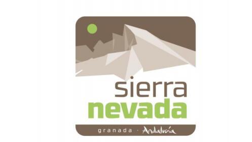 1 noche en Sierra Nevada + Entrada Piscina + Ticket Telecabina + Trineo + Menú