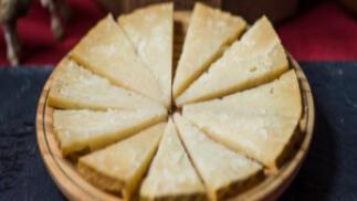 Embutidos ibéricos de Guijuelo: queso añejo+  lomo+ chorizo + salchichón