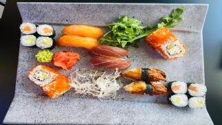 Menú de sushi para 2 con entrantes + 2 bebidas