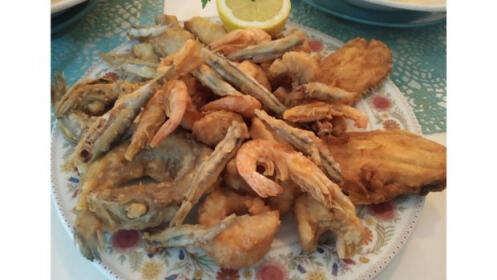 Cóctel de langostinos + fritura de pescado + 2 bebidas