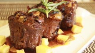 Menú gourmet: rabo de toro... + primero + postre. TAKE AWAY