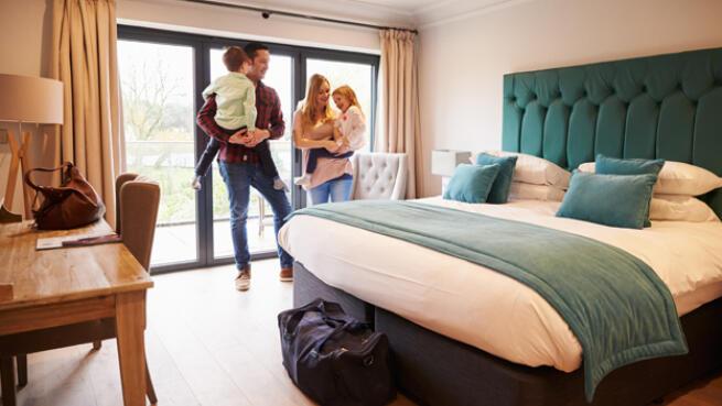 10 noches de hotel para 2 personas por 95€