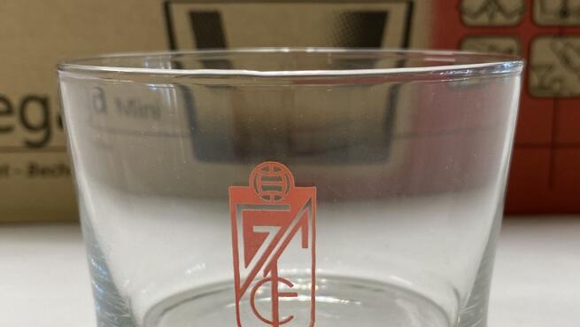 12 vasos de 20 cl del Granada CF, por 6€