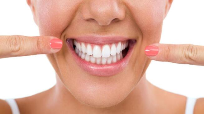 Blanqueamiento dental + limpieza + revisión y diagnóstico digital
