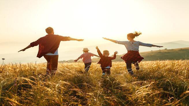Escapada Rural en Familia (4 personas) en Junior Suite (2 Noches), Jacuzzi, Cena, Visita y cata