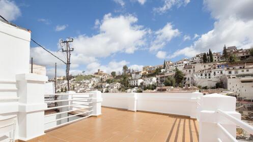 Visita Granada 1 o 2 noches en habitación doble con vistas + parking en el centro